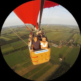 ballon-varen-friesland-mand-met-mensen-genieten